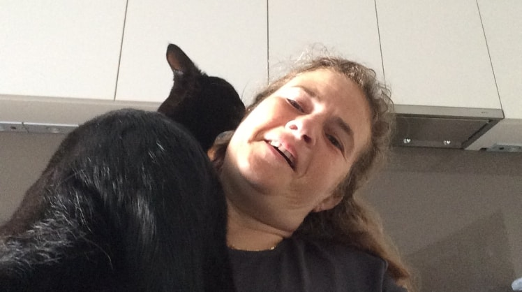 Karin in Antwerpen back image